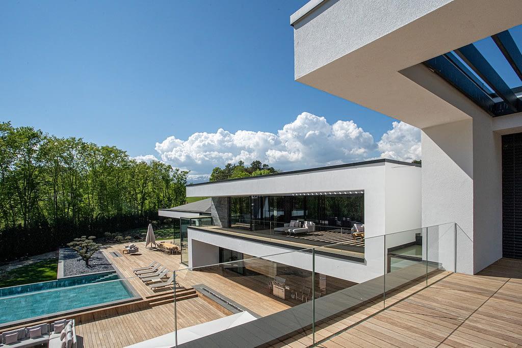 Ultima Geneva Grand Villa